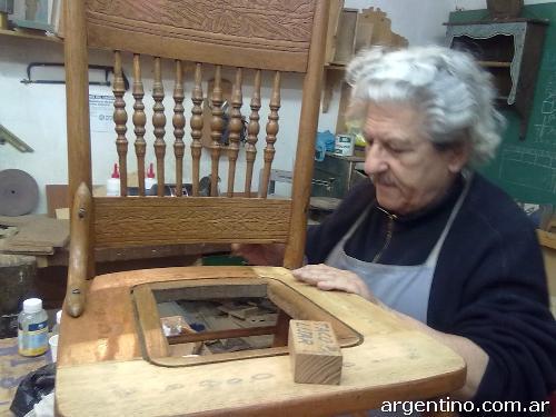 Fotos de cursos de carpinter a tallado en madera for Clases de restauracion de muebles